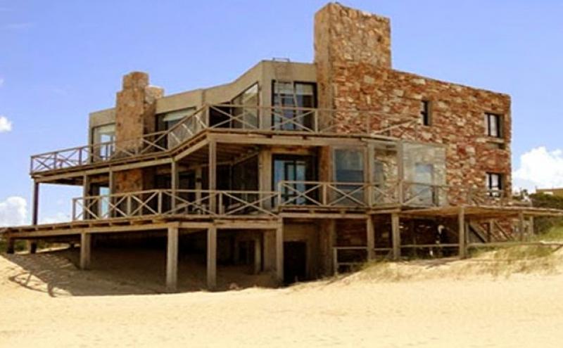 Casa en venta 3 dormitorios en punta del diablo punta del for Inmobiliaria 3 casas